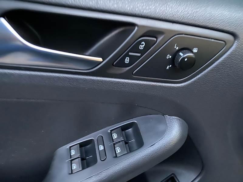 2011 Volkswagen Jetta (image 20)