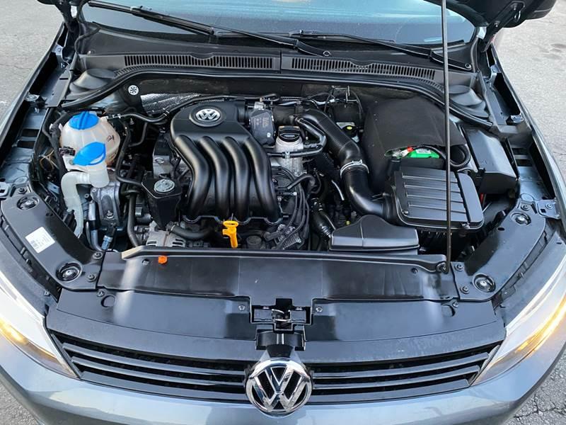 2011 Volkswagen Jetta (image 23)