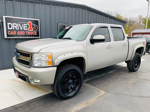 2007 Chevrolet Silverado 1500 LT2 for sale at Drive 1 Car & Truck in Springfield OH