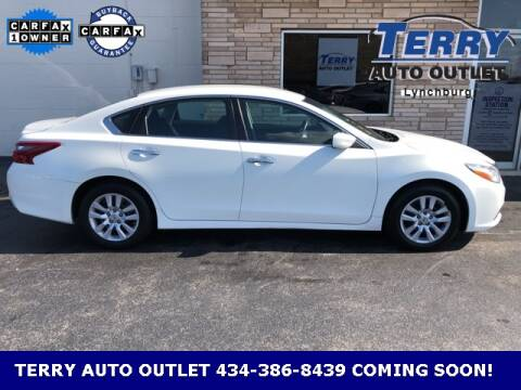 2018 Nissan Altima for sale at Terry Auto Outlet in Lynchburg VA