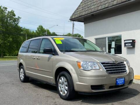 2009 Chrysler Town and Country for sale at Vantage Auto Group Tinton Falls in Tinton Falls NJ
