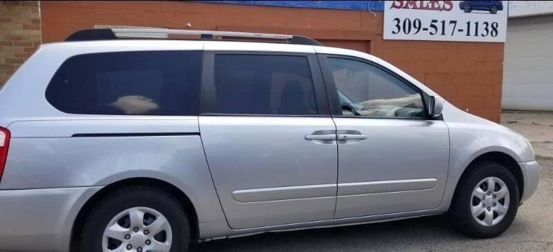 2006 Kia Sedona for sale at Ali Auto Sales in Moline IL