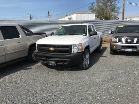 2009 Chevrolet Silverado 1500 for sale at Velascos Used Car Sales in Hermiston OR