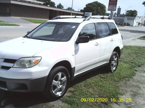 2006 Mitsubishi Outlander for sale at D & D Auto Sales in Topeka KS