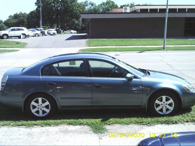 2002 Nissan Altima for sale at D & D Auto Sales in Topeka KS