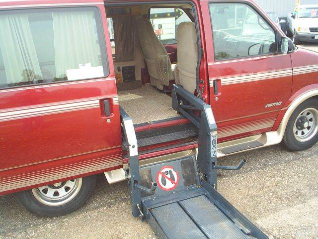 1995 Chevrolet Astro Wheel Chair Lift - Hutchinson MN