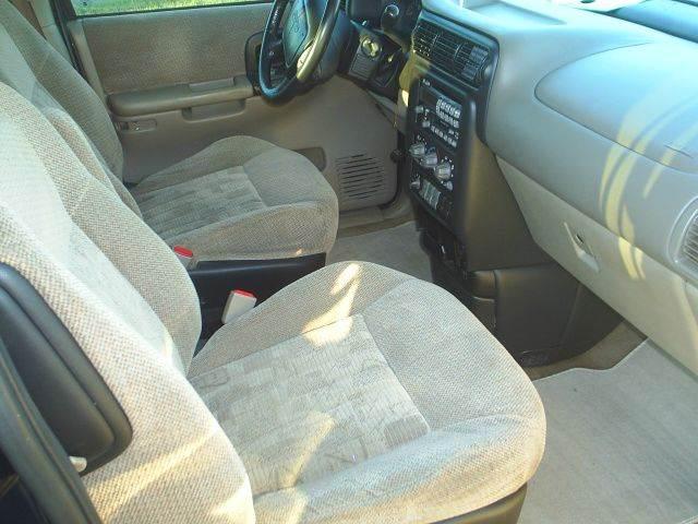 2001 Pontiac Montana 7-Seat Convenience 4dr Extended Mini-Van - Hutchinson MN