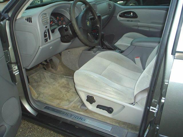2005 Chevrolet TrailBlazer LS 4WD 4dr SUV - Hutchinson MN