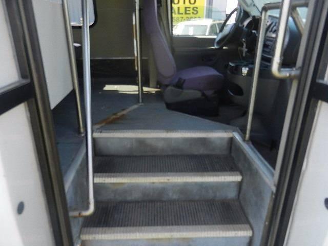 2006 Ford E-450 Wheel Chair Lift  / Shuttle Bus - Hutchinson MN