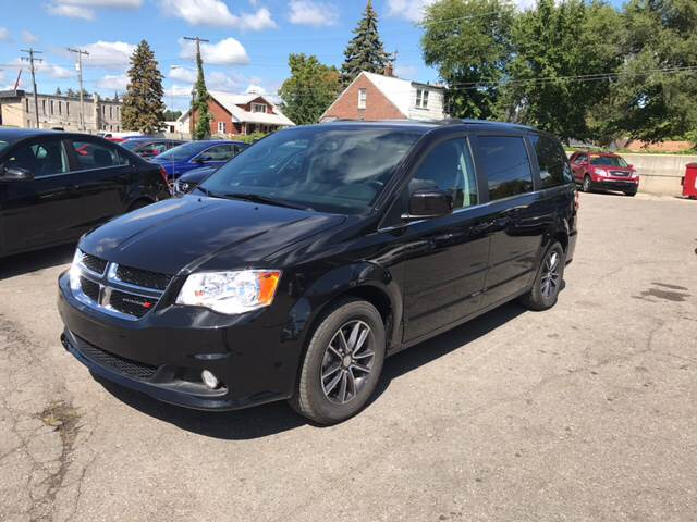 2017 Dodge Grand Caravan for sale at Ryan Auto Sales in Warren MI