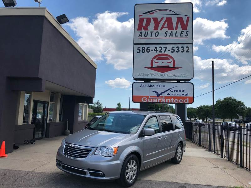 2014 Chrysler Town & Country car for sale in Detroit