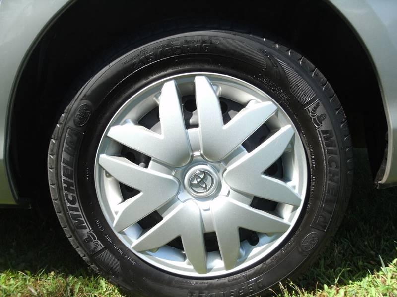 2010 Toyota Sienna LE 7-Passenger 4dr Mini-Van - Holland MI