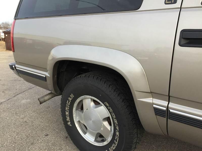 1999 Chevrolet Suburban K1500 LT 4dr 4WD SUV - Grand Rapids MI