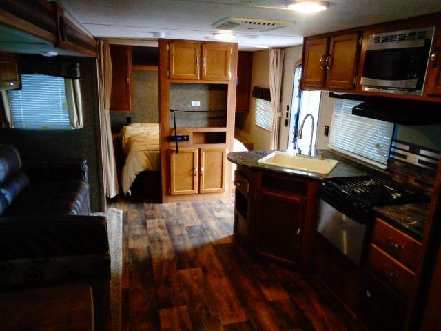 2017 SOLD SOLD Keystone Springdale Summerland SM2820BH Artic Package - Tea SD