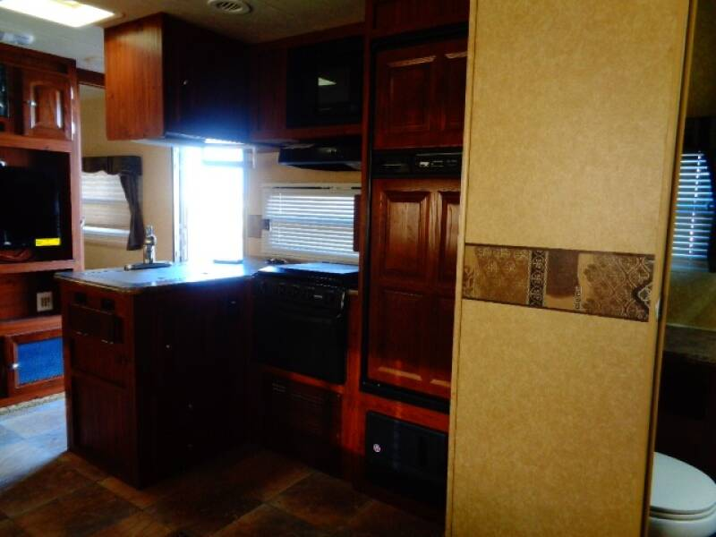 2011 SOLD SOLD SOLD Forest River Rockwood  Ultra Lite 8317rkss  - Tea SD