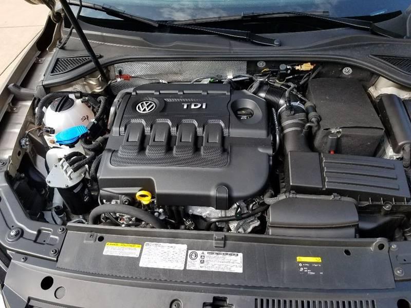2015 Volkswagen Passat TDI SE 4dr Sedan 6A w/Sunroof and Navigation - Lagrange IN