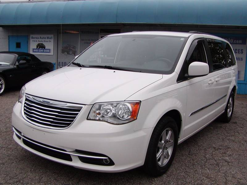 2011 Chrysler Town and Country Touring 4dr Mini Van