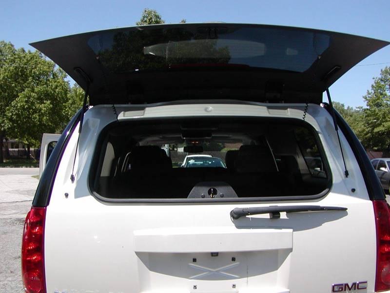 2013 GMC Yukon XL SLT 1500 4x4 4dr SUV for sale at Berea Auto Mall
