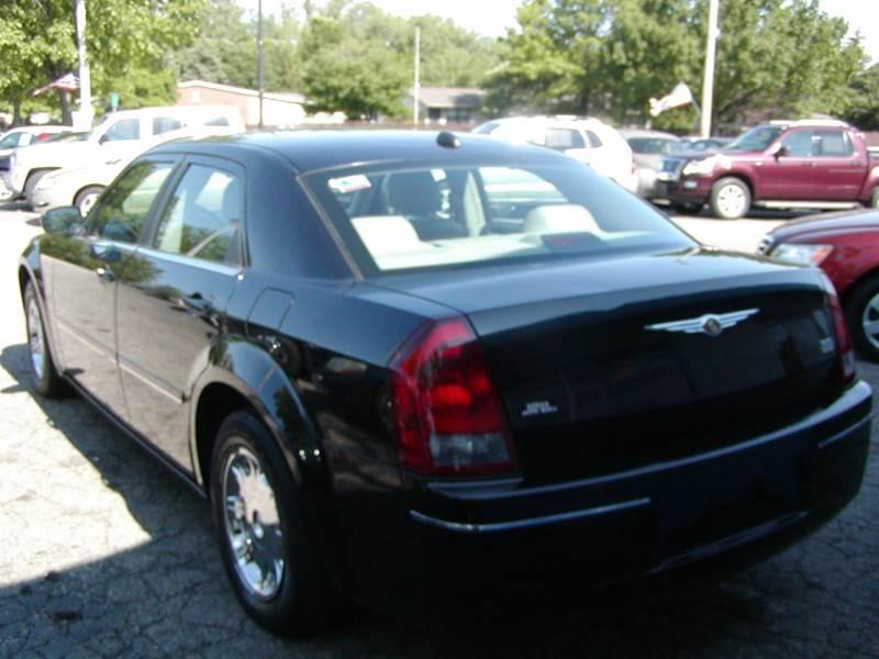 2005 Chrysler 300 Limited 4dr Sedan in Berea
