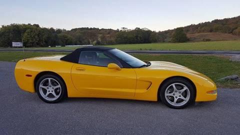 2004 Chevrolet Corvette for sale at DAMIAN'S AUTOMOTIVE in Hamilton NY