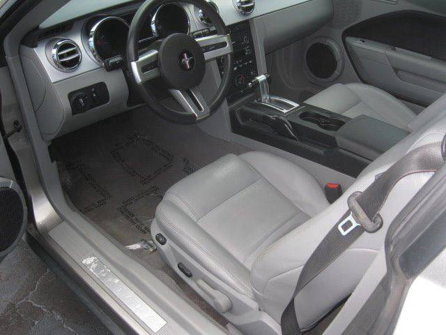 2009 Ford Mustang V6 Deluxe 2dr Coupe - Kenosha WI