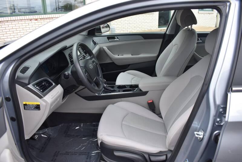 2017 Hyundai Sonata SE 4dr Sedan - Rockford IL