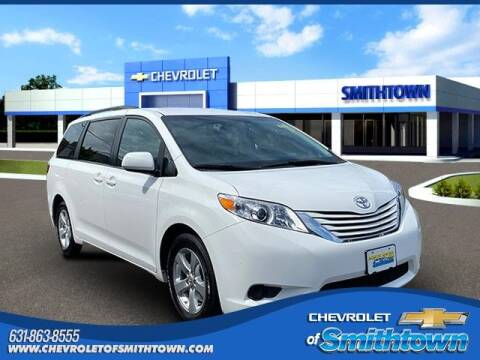 2017 Toyota Sienna for sale at CHEVROLET OF SMITHTOWN in Saint James NY