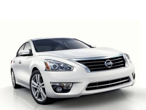 2014 Nissan Altima for sale at CHEVROLET OF SMITHTOWN in Saint James NY