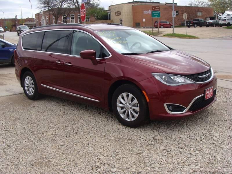 2017 Chrysler Pacifica Touring-L 4dr Mini-Van - Cherokee IA