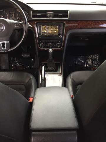 2012 Volkswagen Passat SEL PZEV 4dr Sedan 6A w/ Premium Package - Bettendorf IA