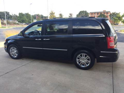 2010 Chrysler Town and Country for sale in Bettendorf, IA
