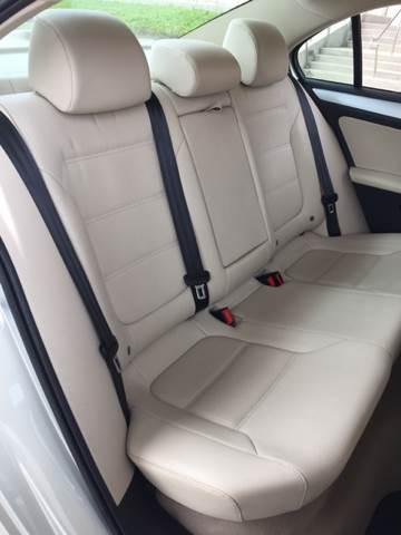 2011 Volkswagen Jetta SEL 4dr Sedan 5M w/ Sunroof - Bettendorf IA