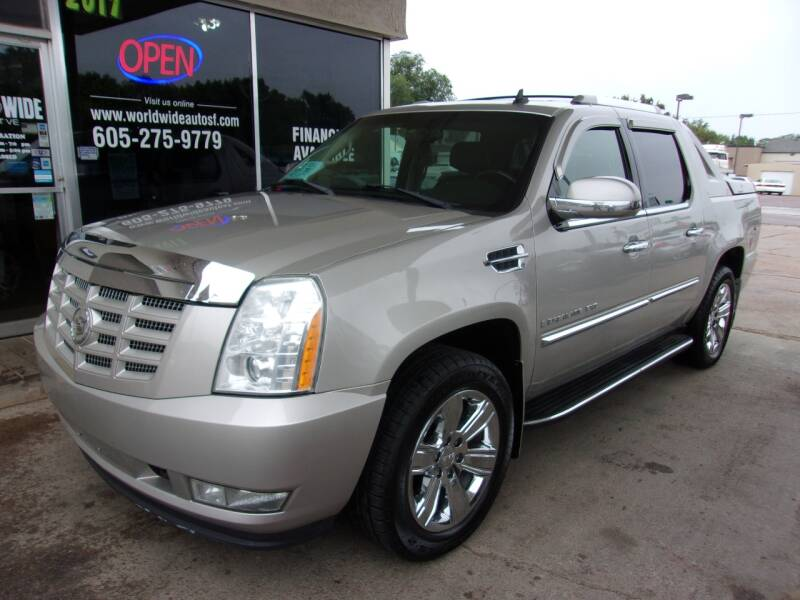 2007 Cadillac Escalade EXT for sale at World Wide Automotive in Sioux Falls SD