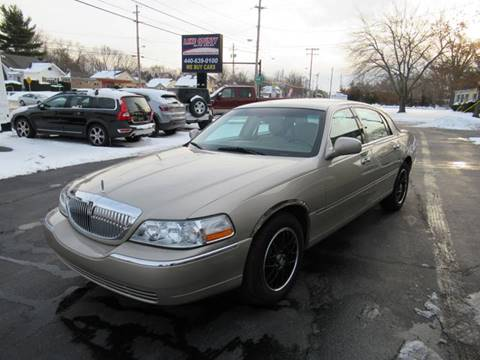 2004 Lincoln Town Car for sale at Lake County Auto Sales in Painesville OH