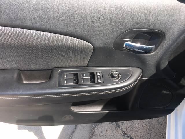 2014 Dodge Avenger for sale at National Auto Sales Inc. - Hazel Park Lot in Hazel Park MI