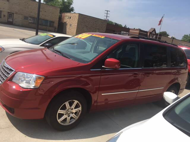 2009 Chrysler Town and Country for sale at National Auto Sales Inc. - Hazel Park Lot in Hazel Park MI