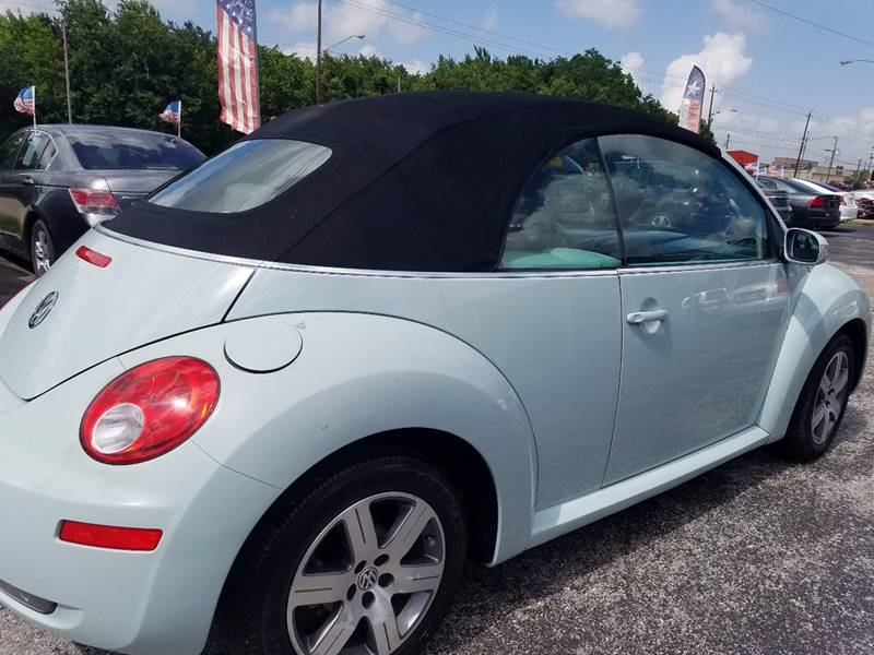 2006 Volkswagen New Beetle 2.5 2dr Convertible w/Automatic - La Porte TX