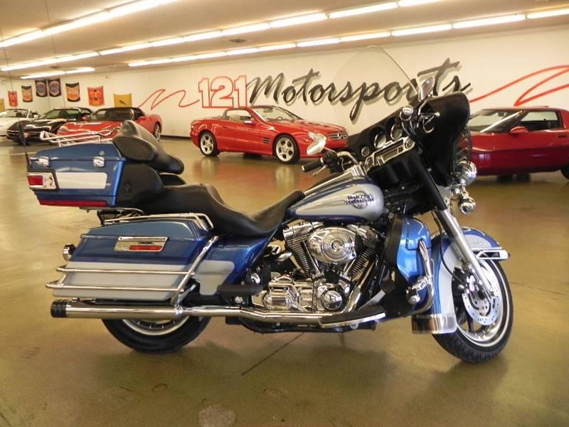 The 2006 Harley-Davidson FLHTCUI Ultra Classic Electra Glide photos