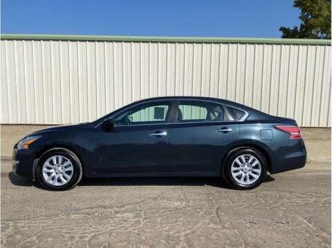 2015 Nissan Altima for sale at Dealers Choice Inc in Farmersville CA