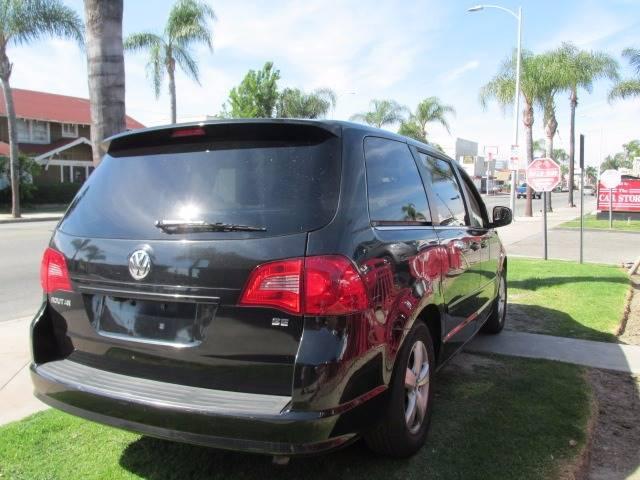 2010 Volkswagen Routan SE 4dr Mini-Van - Santa Ana CA