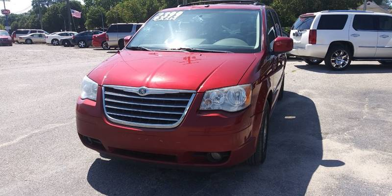 2008 Chrysler Town & Country car for sale in Detroit