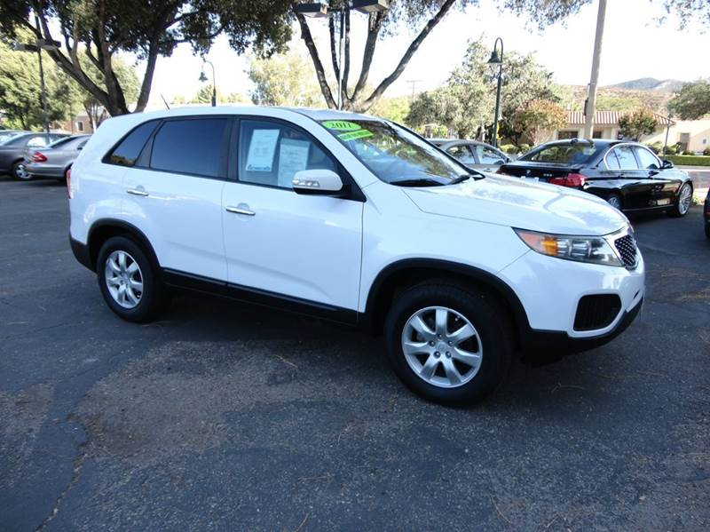 2011 KIA SORENTO LX 4DR SUV white  nicely equipped with all service records on carfax done at d