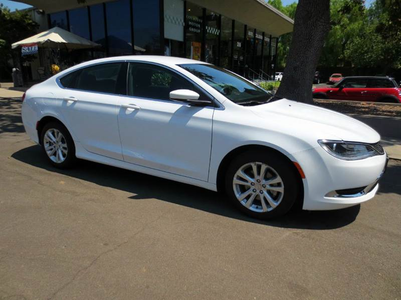2015 CHRYSLER 200 LIMITED 4DR SEDAN white sporty 36 mpg push button start 18 wheels bluetooth