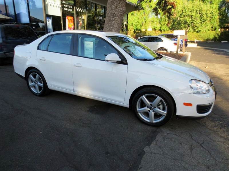 2010 VOLKSWAGEN JETTA SE PZEV 4DR SEDAN 6A white  nicely equipped with moon roof dual power se