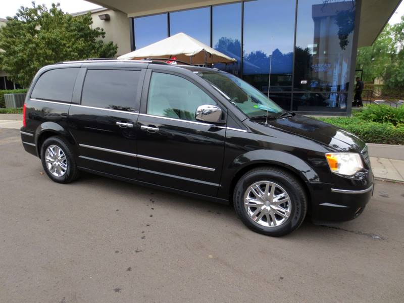 2010 CHRYSLER TOWN AND COUNTRY LIMITED 4DR MINI VAN W28Y brillant black  1 owner extra clean