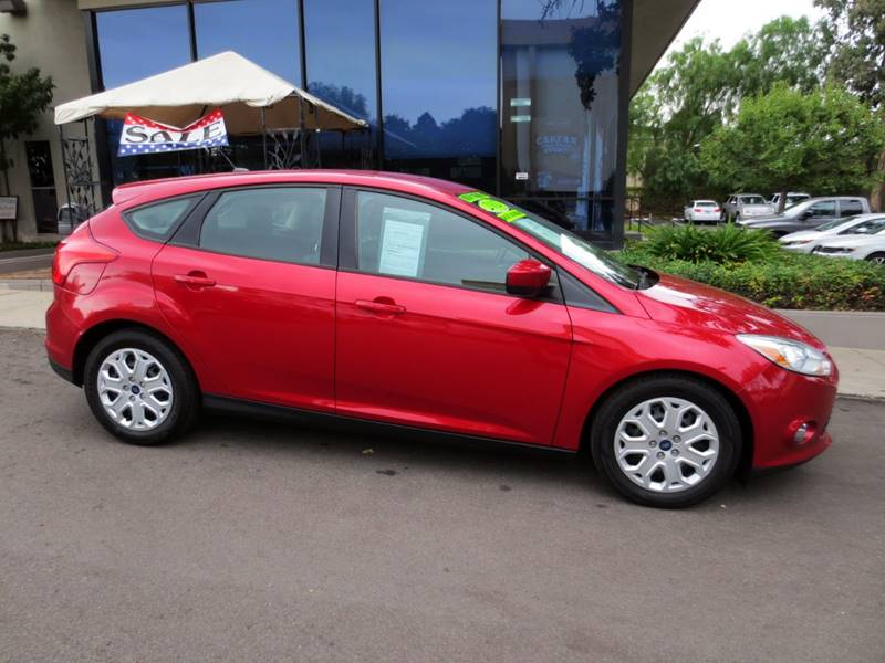 2012 FORD FOCUS SE 4DR HATCHBACK red  1 owner low miles  remaining factory warranty  sporty