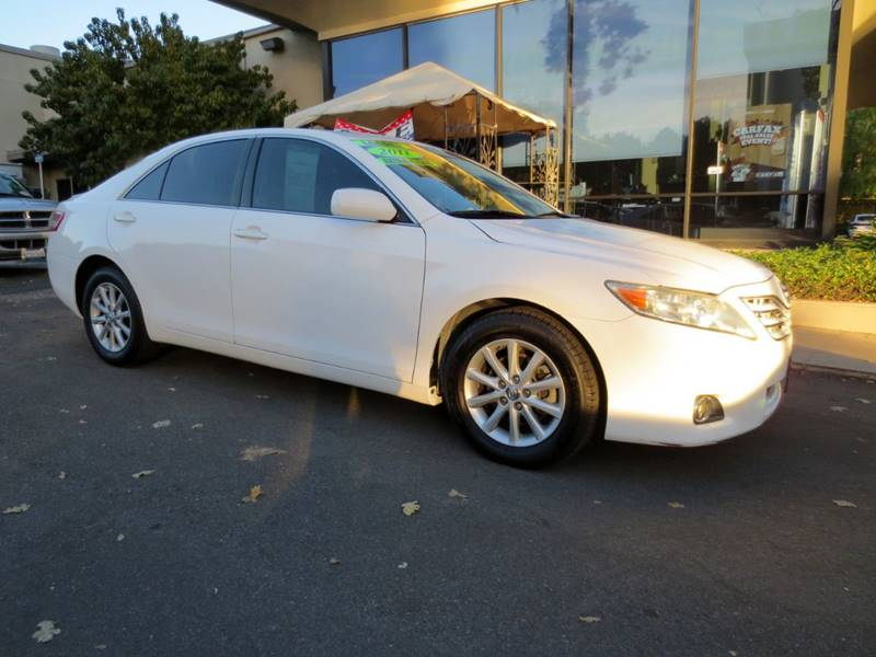 2011 TOYOTA CAMRY XLE 4DR SEDAN 6A white nicely equipped clean carfax xle in great condition