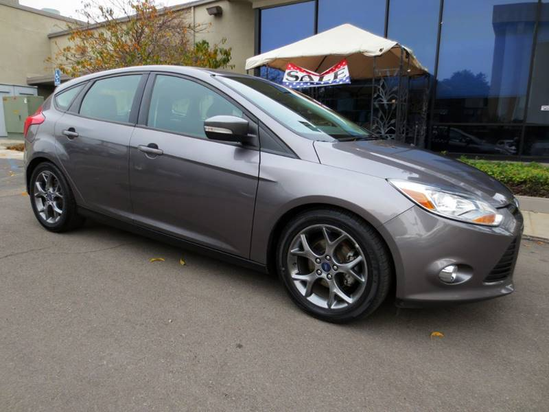 2014 FORD FOCUS SE 4DR HATCHBACK sterling gray metallic  sharp color combination w leather inte