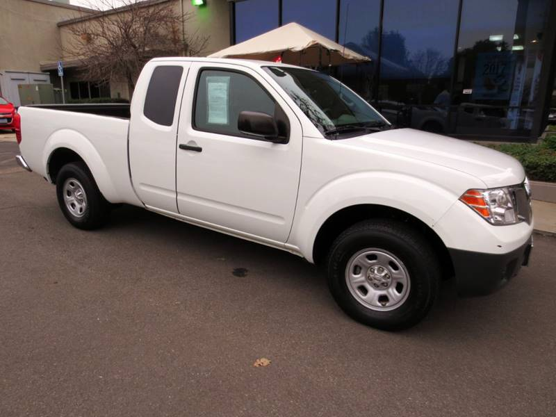 2013 NISSAN FRONTIER S 4X2 4DR KING CAB 61 FT SB PI white  only 23000 miles 1 owner clean