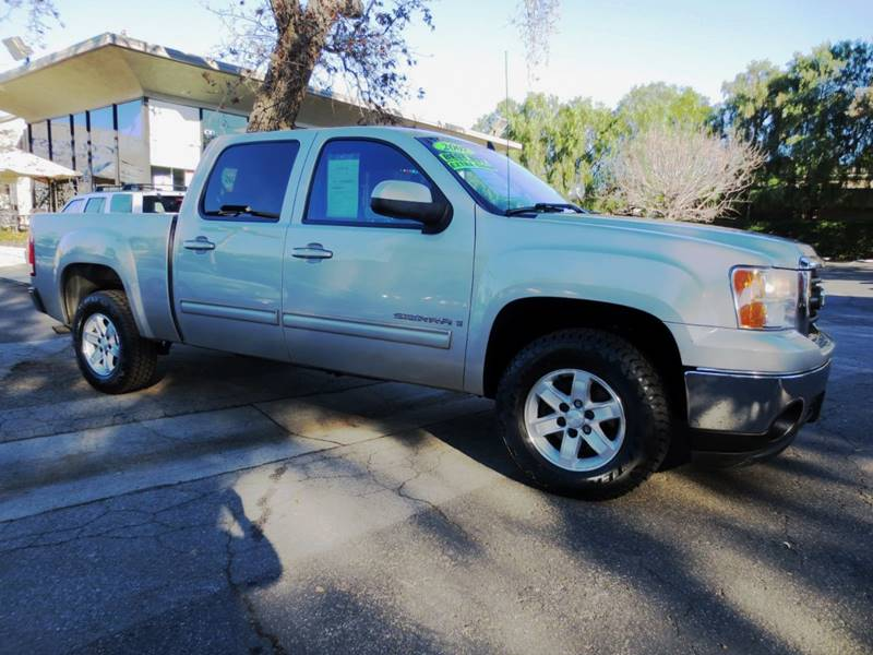 2007 GMC SIERRA 1500 SLT 4DR CREW CAB 58 FT SB silver birch metallic  a must see  truck is in